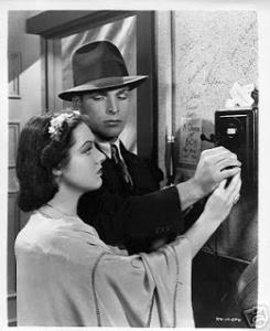 Buster Crabbe con Edna Sedgewick en una escena del serial