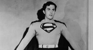 Kirk Alyn en el papel de Superman