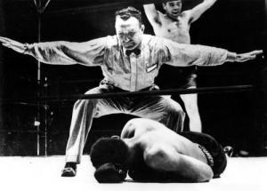 Louis yace noqueado por Max Schmeling, 19 junio de 1936 en Nueva York