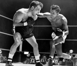 Robinson en unas de sus cruentas peleas con Jake LaMotta