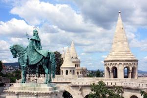 El Bastion de los Pescadores y la estatua a San Esteban