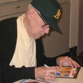 Jacobs firmando autógrafos