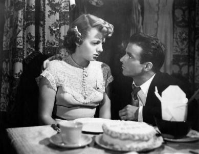 Montgomery Clift y Shelley Winters en una escena de  Un lugar en el sol (1951)