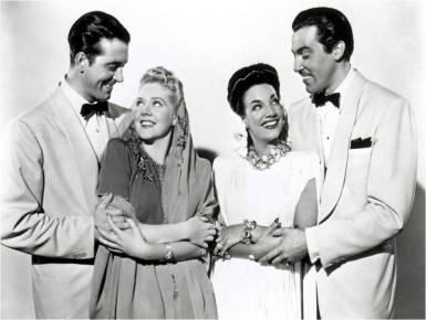 César Romero con Carmen Miranda (der.) y John Payne con Alice Faye (izq)