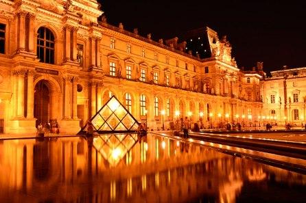 Museo-del-Louvre-París-Francia