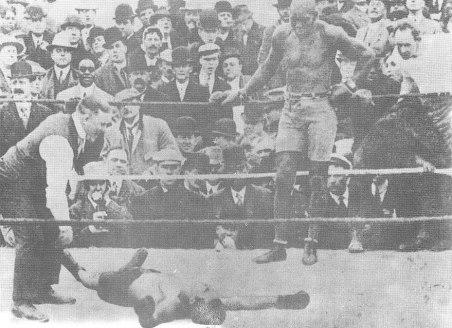 Jack Johnson aniquila a Stanley Ketchel el 16 de octubre de 1909