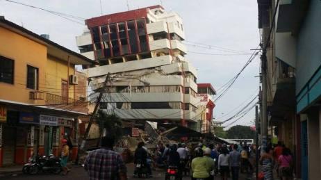 Derrumbe de edificio en Portoviejo, Ecuador