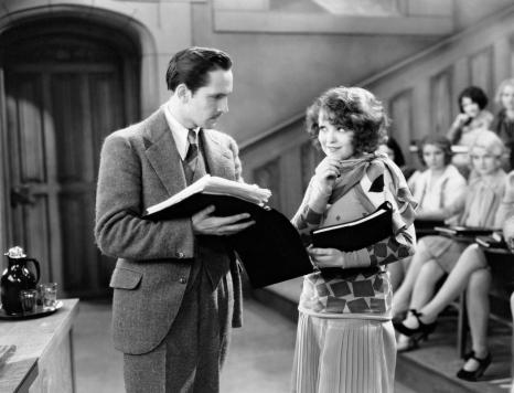 Fredric March y Clara Bow en Loca Orgía (1929)