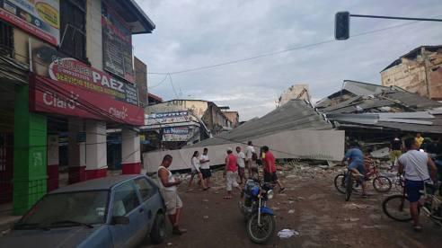 Otra vista de destrucción del centro de Portoviejo, Ecuador