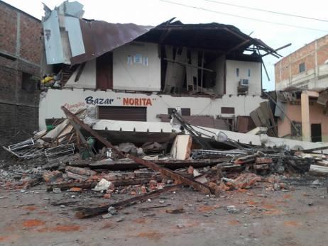 Probablemente debajo de estos escombros haya personas muertas o sobrevivientes