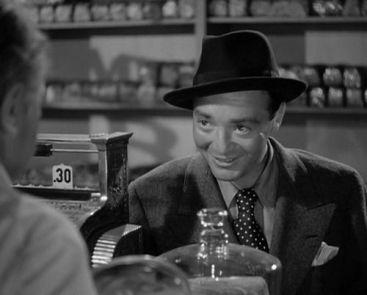 Lorre en una escena de A través de la noche (1941)