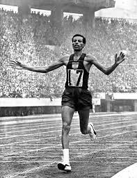 Abebe Bikila triunfa en Tokio (1964)