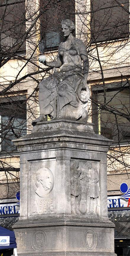 Monumento a Justus von Liebig en Darmstadt