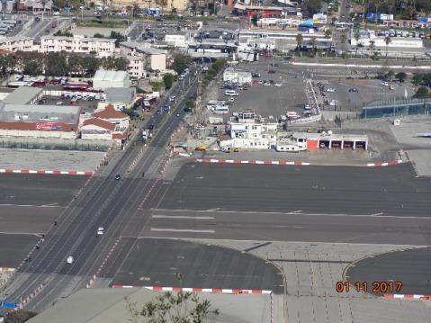 avenida-de-entrada-a-gibraltar-y-pista-aerea