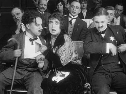 las-aventuras-de-tillie-1914-con-chaplin-izq-mabel-normand-y-charley-chase