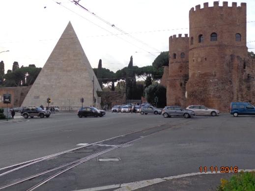 piramide-cestia-al-lado-de-la-porta-san-paolo