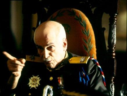 tomas-milian-en-el-papel-del-dictador-trujillo-en-la-fiesta-del-chivo-2004