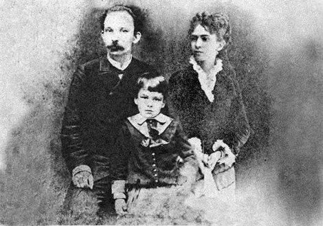 José Martí junto a su esposa, Carmen Zayas Bazán y su hijo