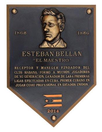 Tarja a Esteban Bellán