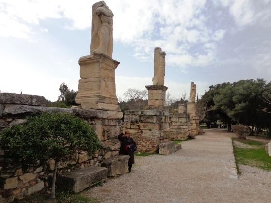 Ruinas antiguas del Odeon de Agrippa en el ágora 3, Atenas