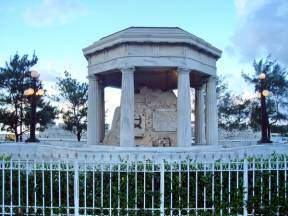 Monumento de los estudiantes de medicina en la Punta