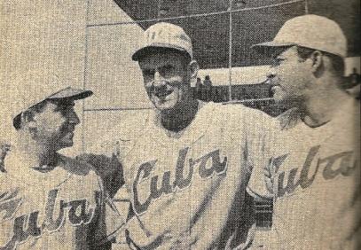 Gilberto Torres al centro, Roberto Ledo a la derecha, y Agustín Mayor a la izquierda