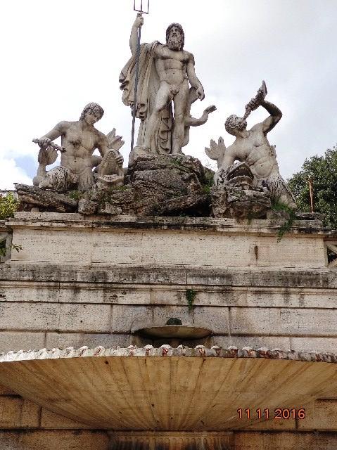 Fuente de Neptuno, Piazza Popolo