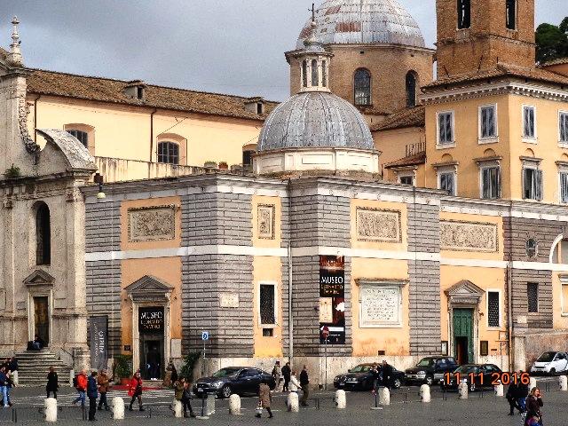 Museo Leonardo Da Vinci y a la izq la Basilica de Santa María del Popolo