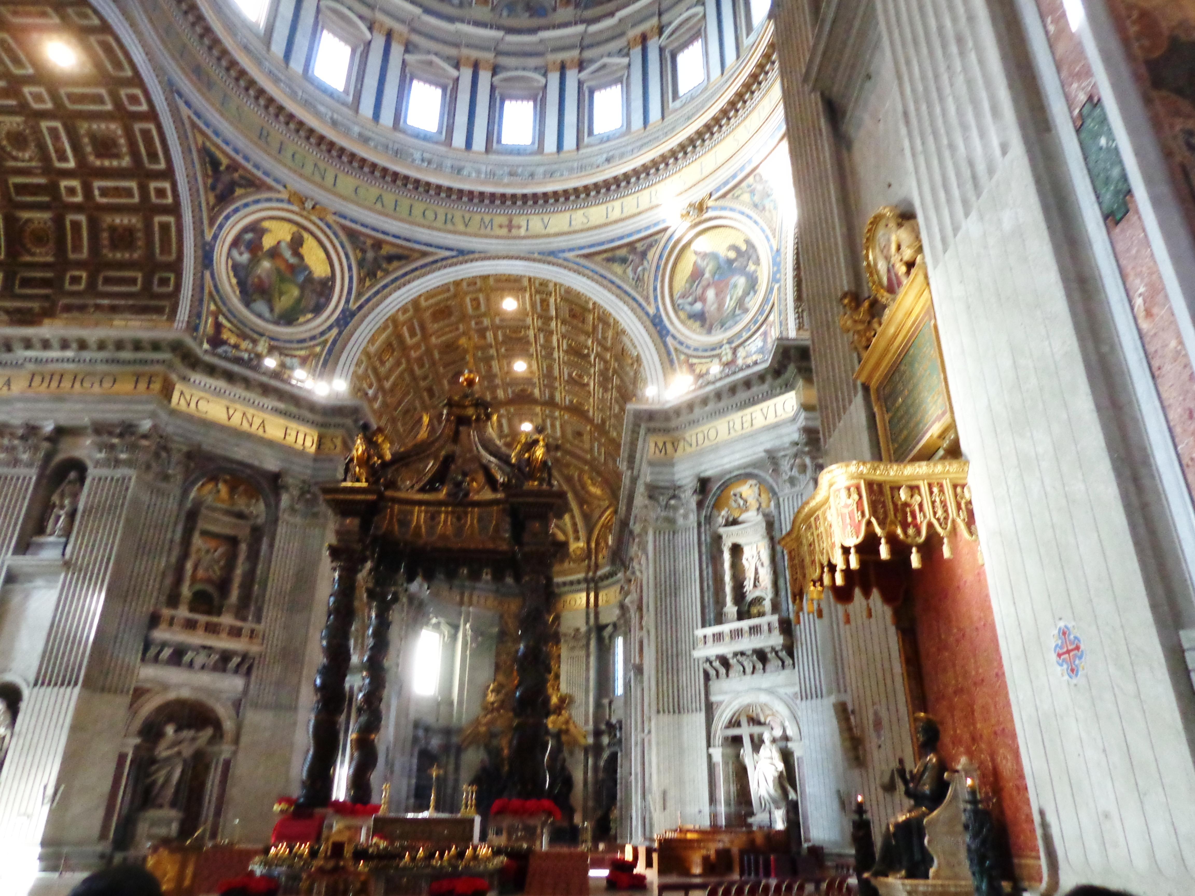 Baldaquín en la Parte Principal de la Basílica