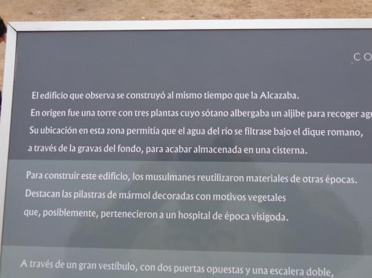 Explicación del aljibe en el Alcazaba, Mérida