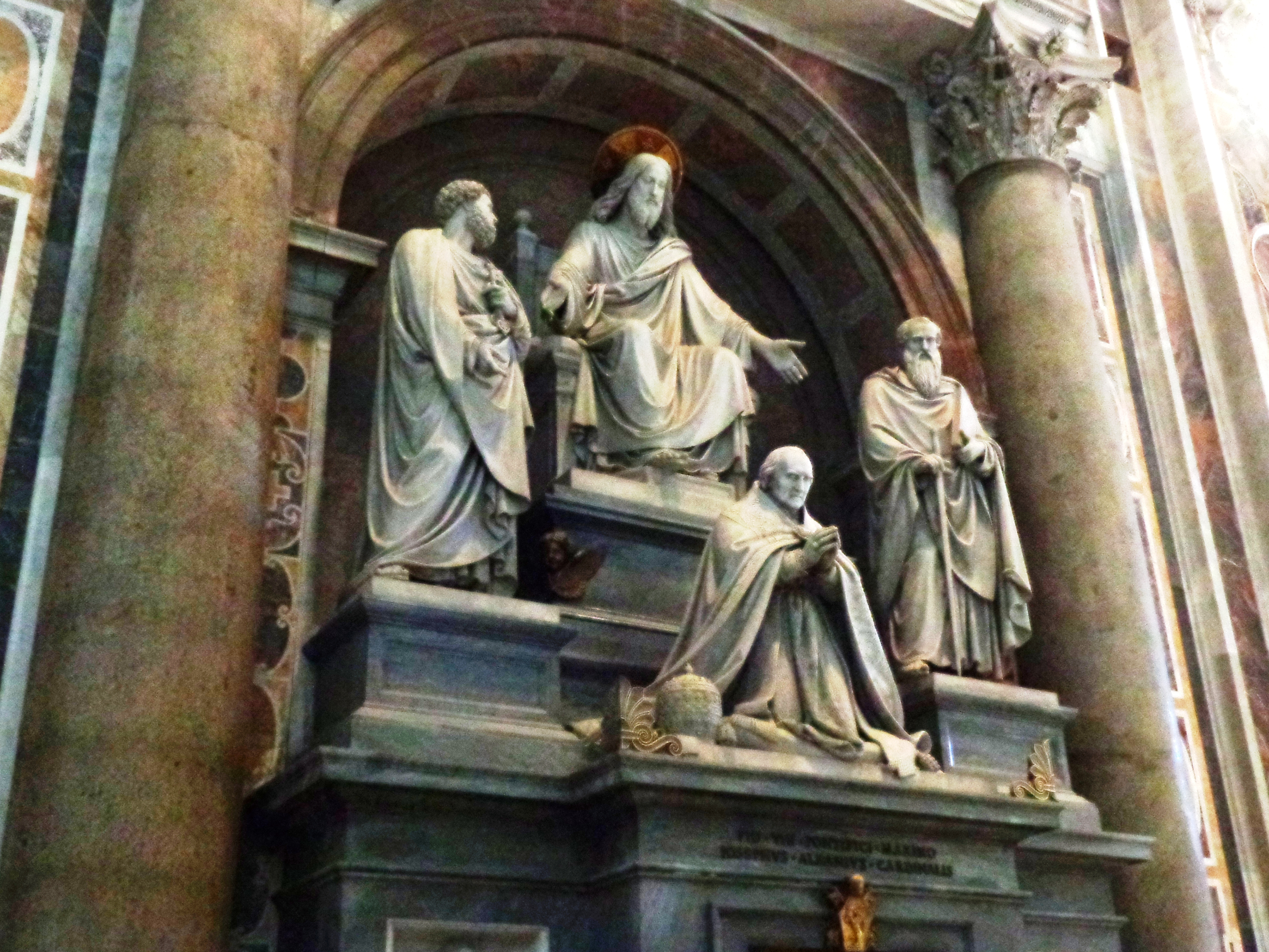 Jesús, San Pablo, San Pedro y un Papa
