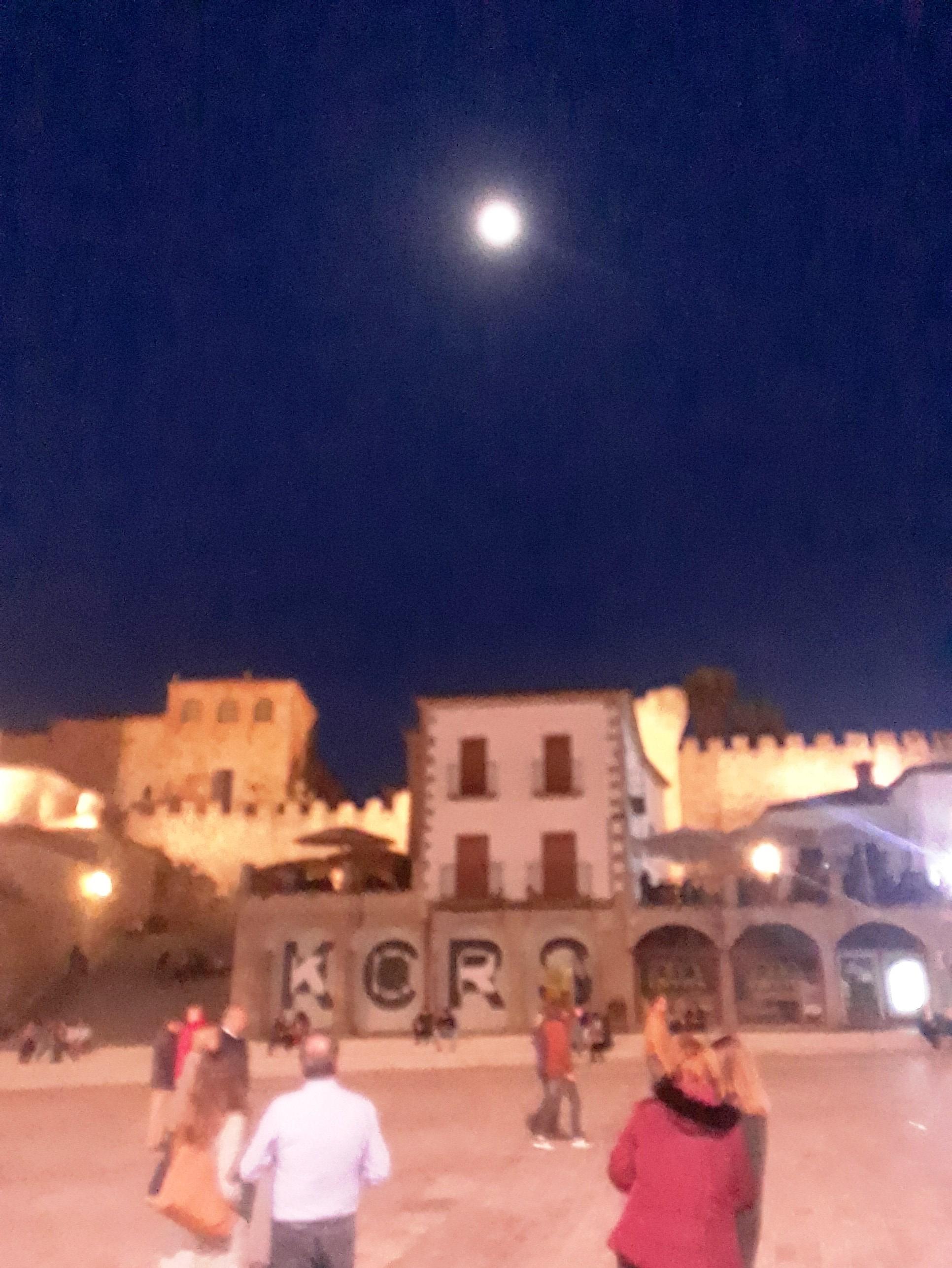Luna llena y Cáceres