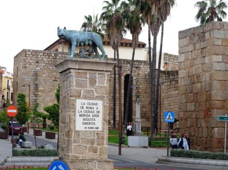 Monumento a la loba romana en Mérida