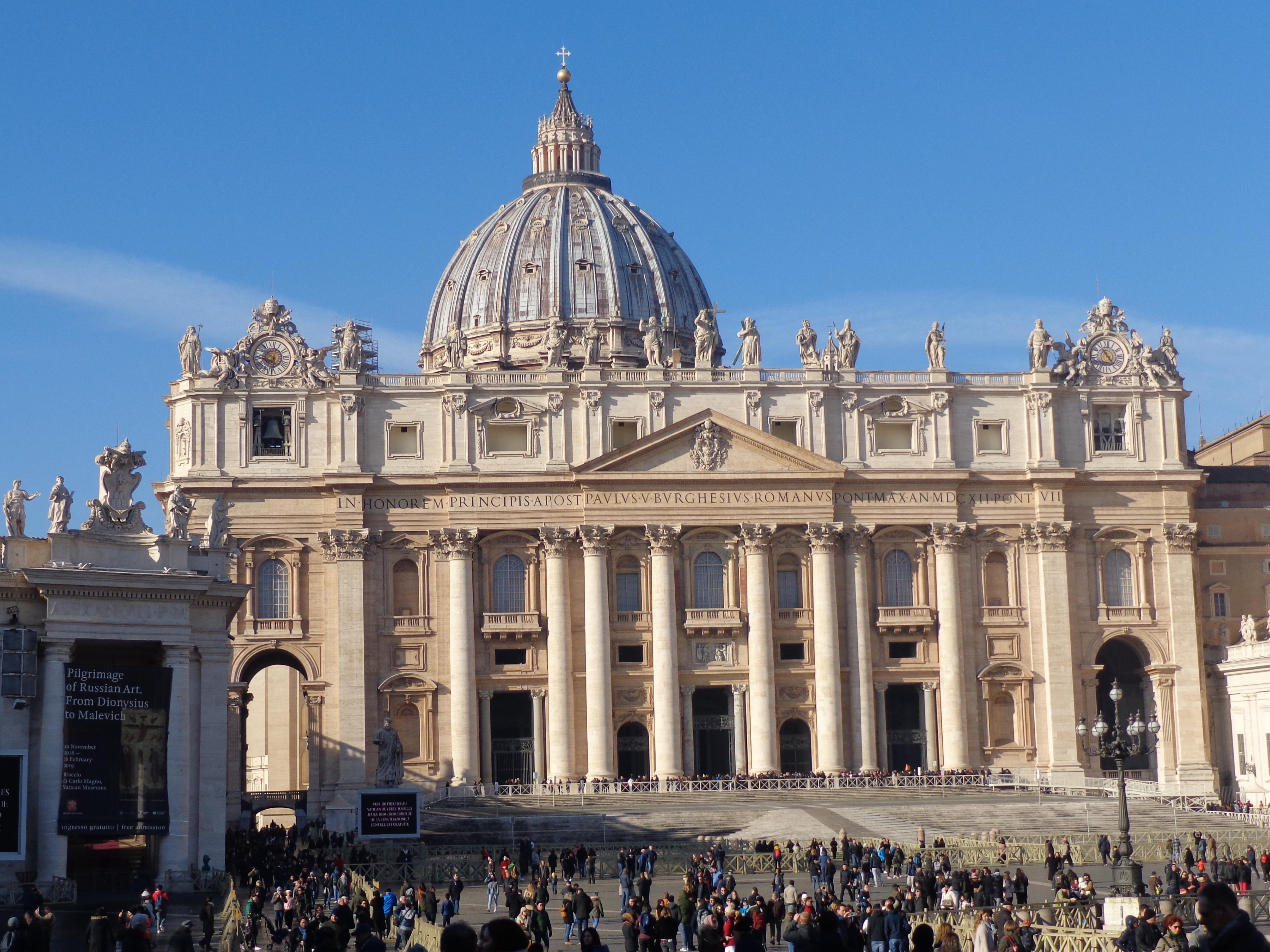Parte frontal de la Basílica