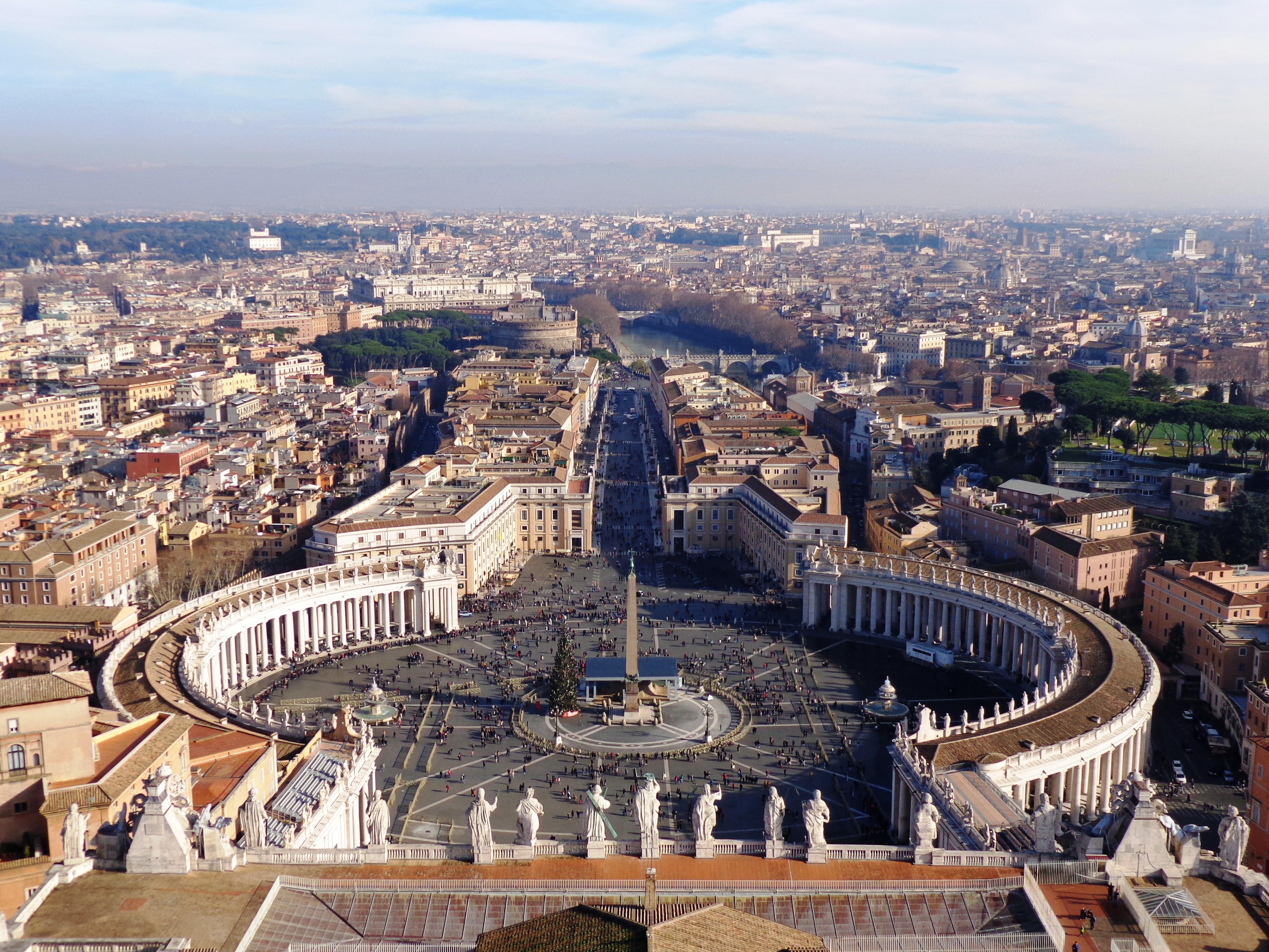 Vista de la Plaza San Pedro desde la cúpula de la Basílica San Pedro3