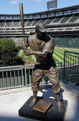 Monumento a Mr Sox, que no es otro que OrestesMiñoso
