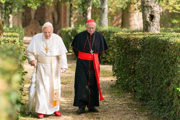 Escena de Benedicto XVI y Francisco en una de sus pláticas