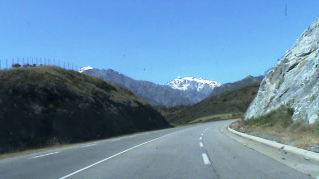 Vista de montaña con cima nevada, Corcega 2