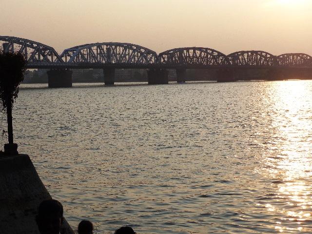 Puente Howrah sobre el río Hugli